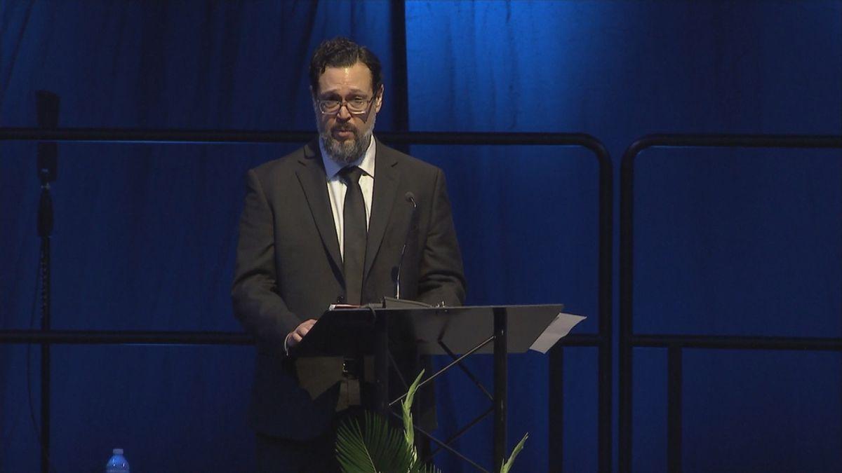 Mario Herrera's older brother, Francisco Herrera, gave a speech at the funeral