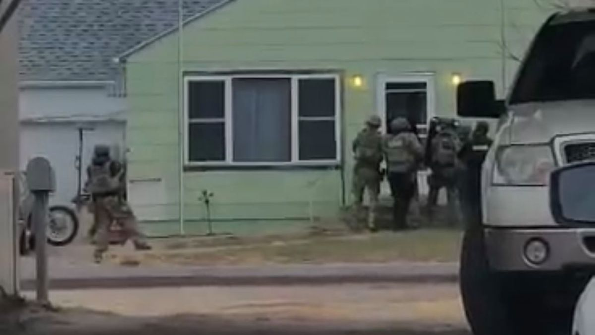 Law enforcement enters home in Hayes Center