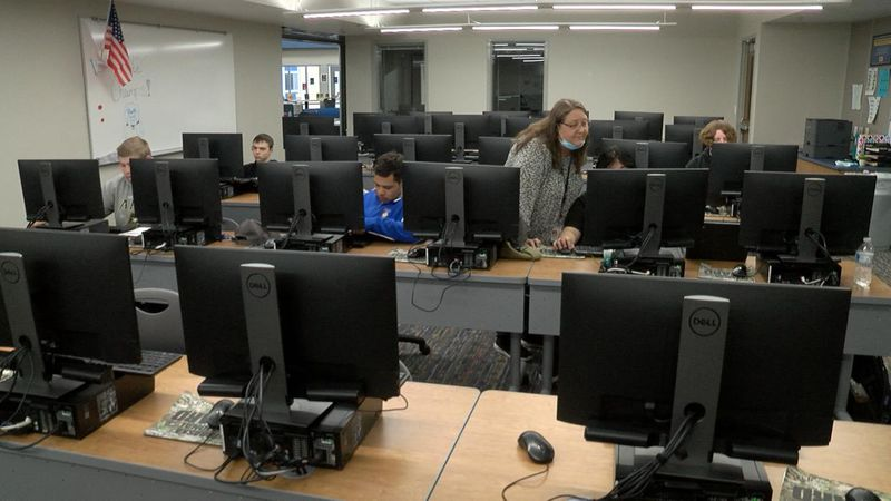 Western Nebraska Community College expands college dual credit courses with Gering High School.